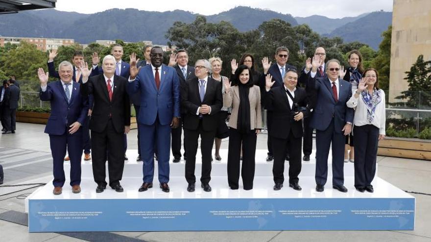 Foto oficial de la Trigésima Reunión de Consulta de Ministros de Relaciones Exteriores del Tratado Interamericano de Asistencia Recíproca (TIAR), en Bogotá (Colombia).