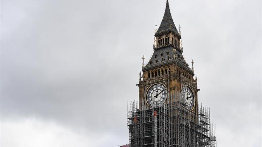El Reino Unido pedirá a los inmigrantes hablar inglés y llegar con una oferta