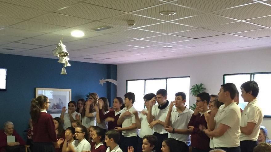 Actuación de los alumnos de La Palmita.
