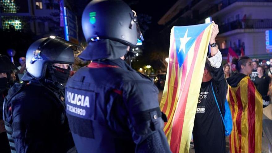 La Policía usó material antidisturbios al inicio de las protestas en Cataluña