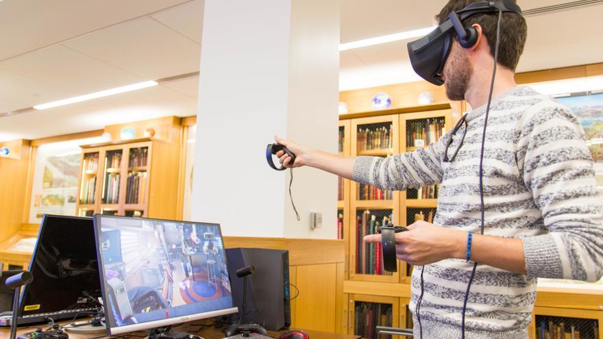 Iván Coronado probando Oculus Rift en el Mpa Center