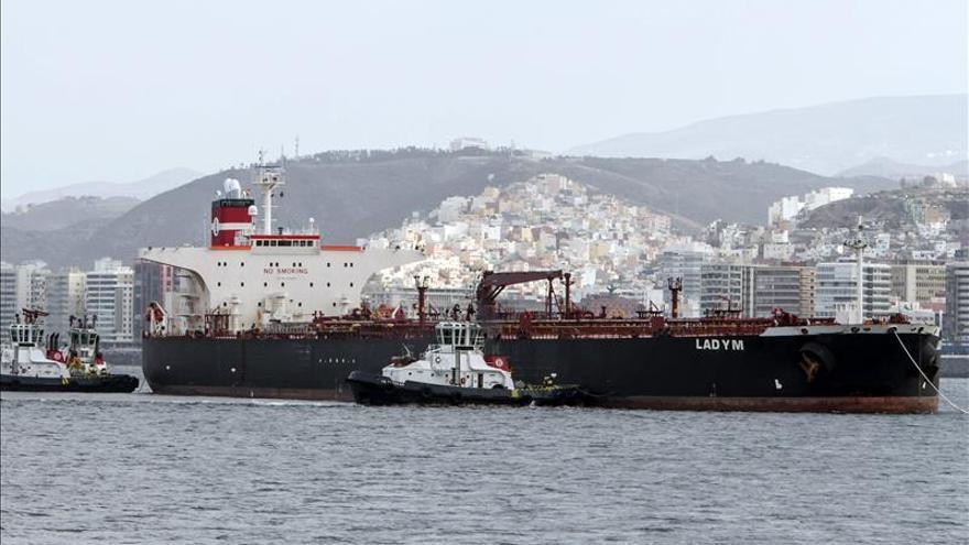 El petrolero Lady M llega al puerto de Las Palmas de Gran Canaria