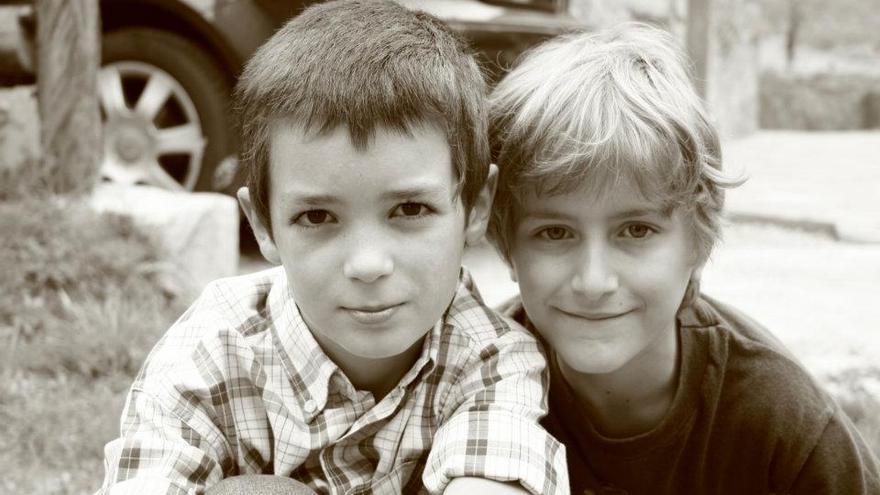 Nuno (19) y Marco Balbona (18), respectivamente, en su no muy lejana infancia