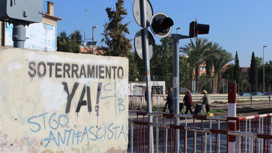 Décadas de protesta y una nueva jornada de movilización en favor del soterramiento / PSS