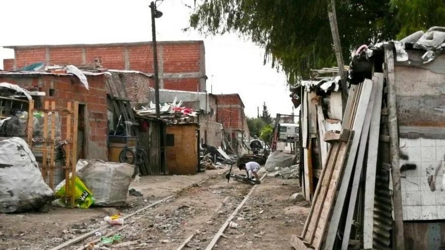 La pobreza alcanza al 42% de la población argentina y la indigencia al 10%