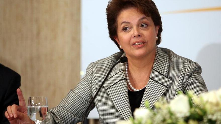 Rousseff sobrevuela zonas inundadas en el sur de Brasil y anuncia ayuda
