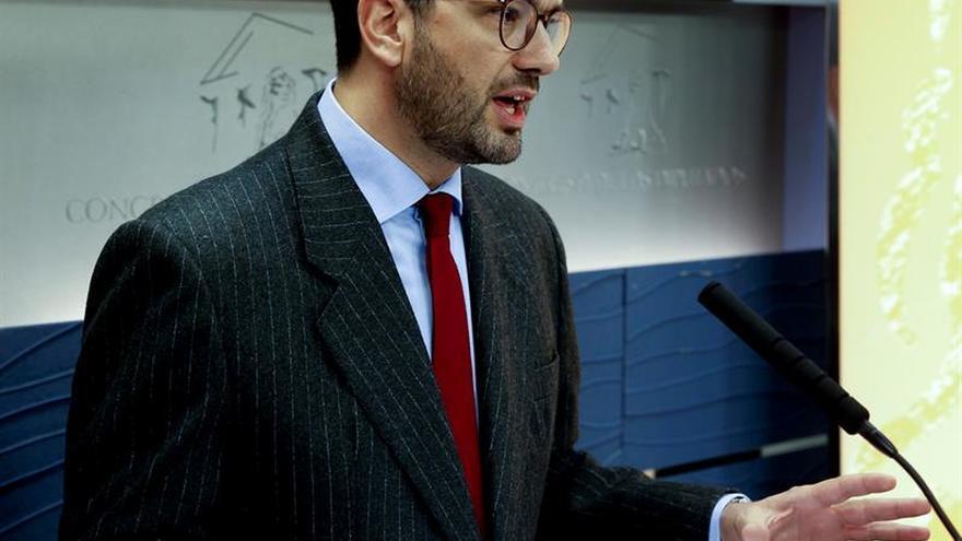 El PSOE pide votar por separado sobre la compatibilidad de 40 diputados