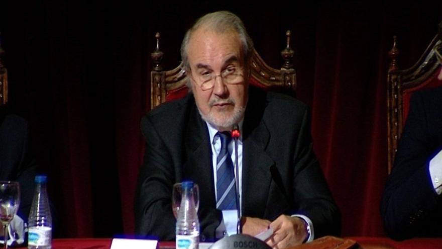 """Solbes dice que su visión de la política económica era """"radicalmente diferente"""" a la de Zapatero"""