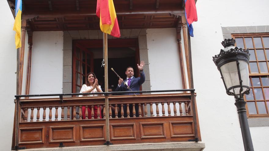 La ahora teniente de alcalde Carmen Hernández (NC) y el alcalde de Telde, Héctor Suárez (CC)