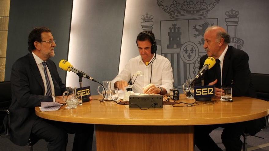 Mariano Rajoy, con Vicente del Bosque y José Ramón de la Morena en Moncloa / Cadena SER