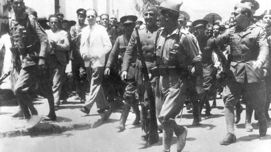Ceuta, 18-7-1936.- El general Francisco Franco llega a Ceuta procedente de Canarias, para asumir el mando del ejército.