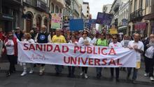 Miles de personas exigen en Canarias el cese inmediato del consejero Baltar para salvar la sanidad pública