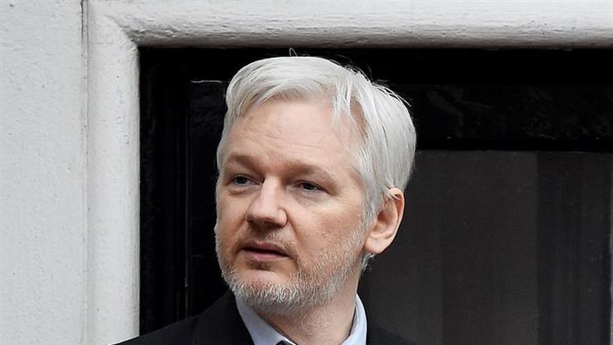 """Julian Assange saca pecho por """"ayudar a proteger"""" la web del 1-O"""