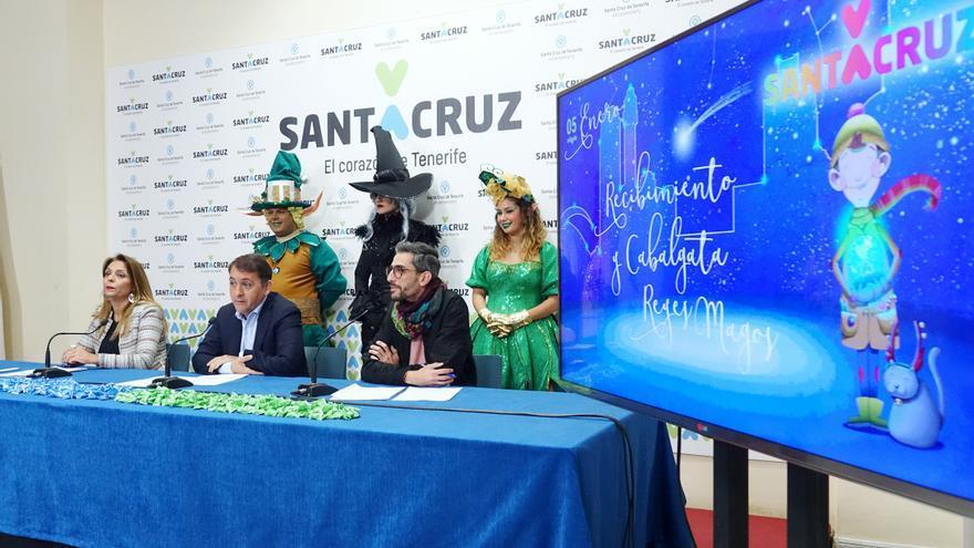 Rueda de prensa celebrada este viernes en el Ayuntamiento santacrucero, con presencia del alcalde