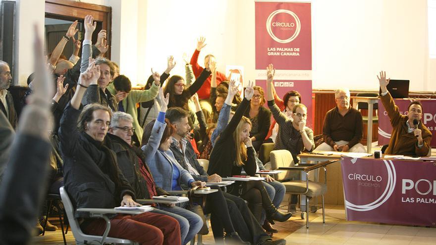 Asamblea de Podemos en Las Palmas de Gran Canaria. (ALEJANDRO RAMOS)