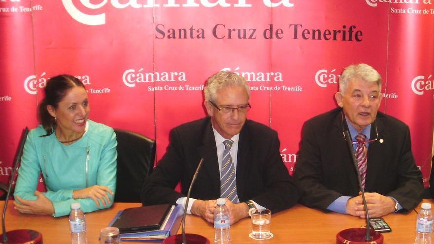 Cristina Tavío, Pablo Matos y el presidente de la Cámara de Comercio de Tenerife, José Luis García