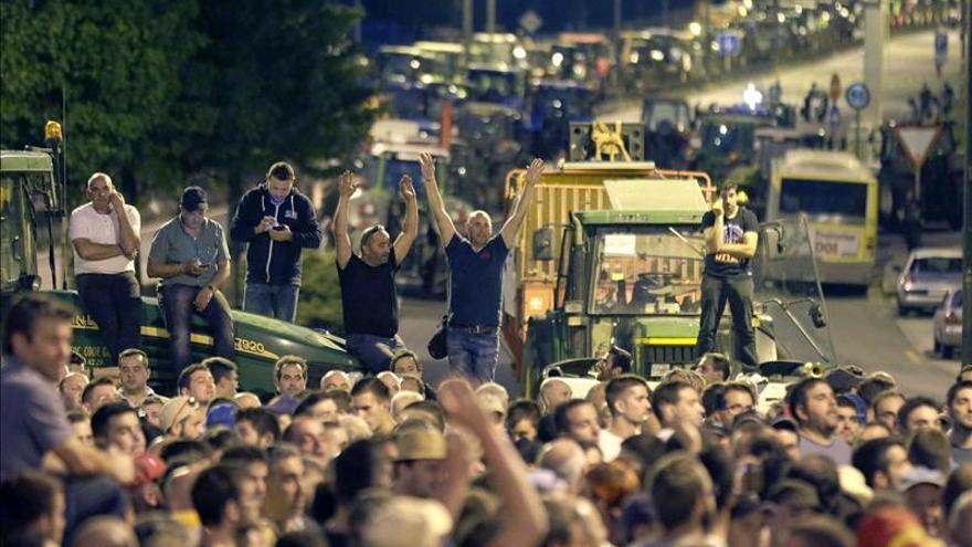 Centenares de ganaderos se manifiestan en Lugo y piden justicia con la leche