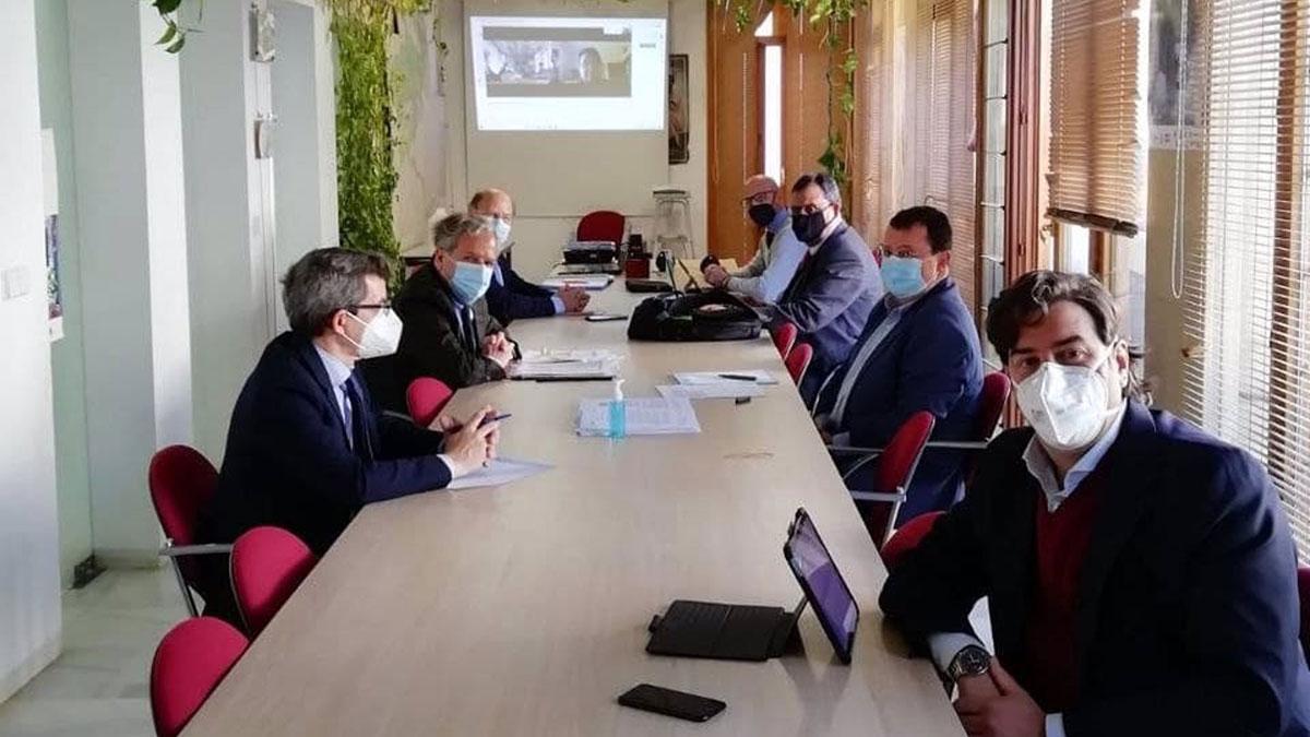 Salvador Fuentes con representantes del Consejo Económico y Social.