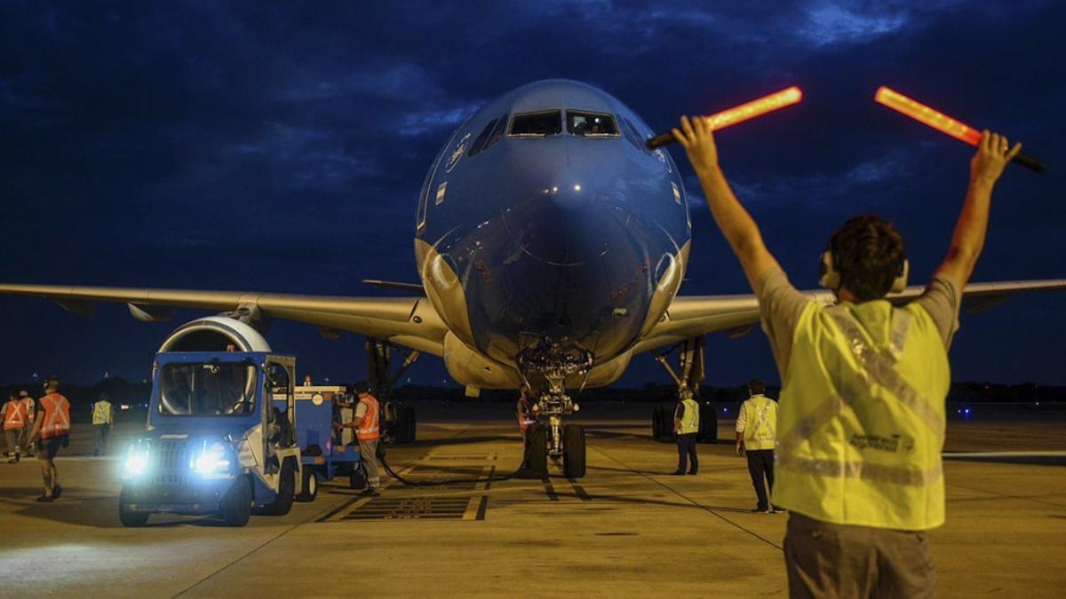 El vuelo de Aerolíneas Argentinas que traerá un nuevo cargamento de vacunas Sputnik V contra el coronavirus partió esta madrugada rumbo a Rusia.