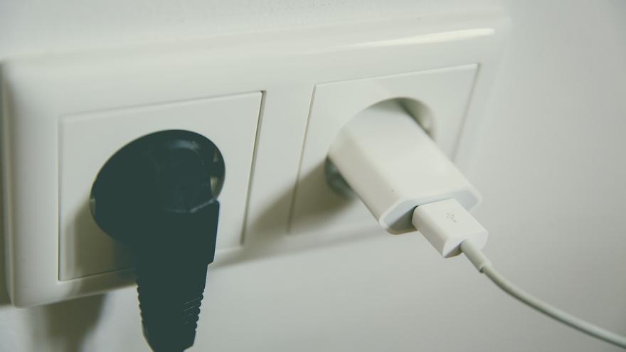 Cada vez son más los aparatos que necesitamos enchufar a la red eléctrica