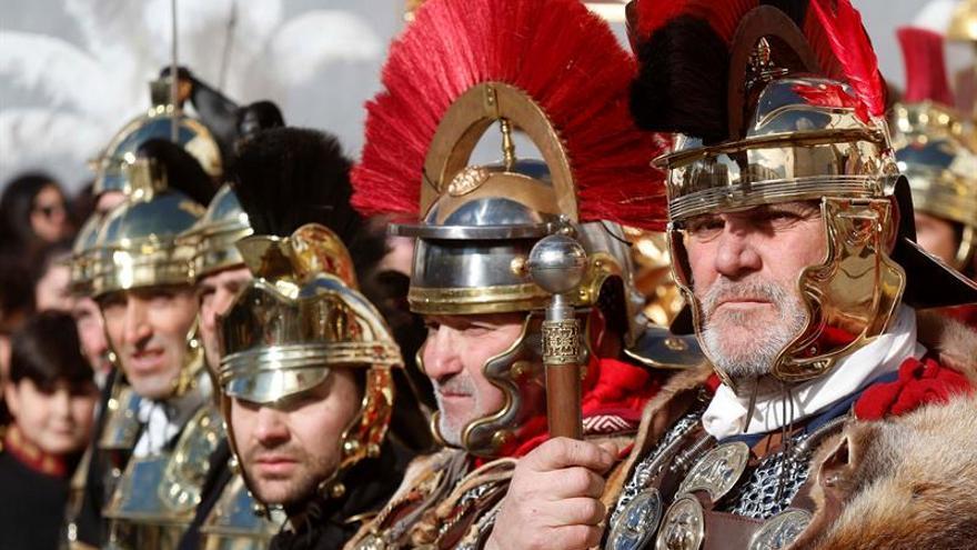 Casi un millar de romanos de toda España desfilan en Pozoblanco (Córdoba)