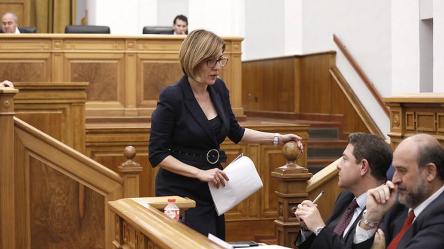 Blanca Fernández conversa con García-Page durante el Debate