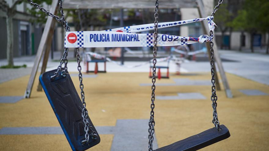 Un parque infantil de Pamplona (Navarra) precintado.