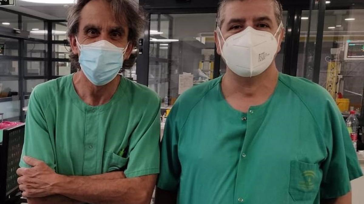 Los enfermeros Lorenzo Pérez y Juan Antonio Moral, creadores de la 'app' denominada 'Hecroa'.
