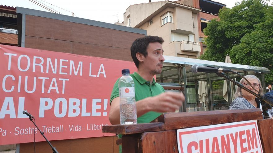 El candidato de Más País, Juanan Geraldes, durante un acto de Guanyem Sant Boi