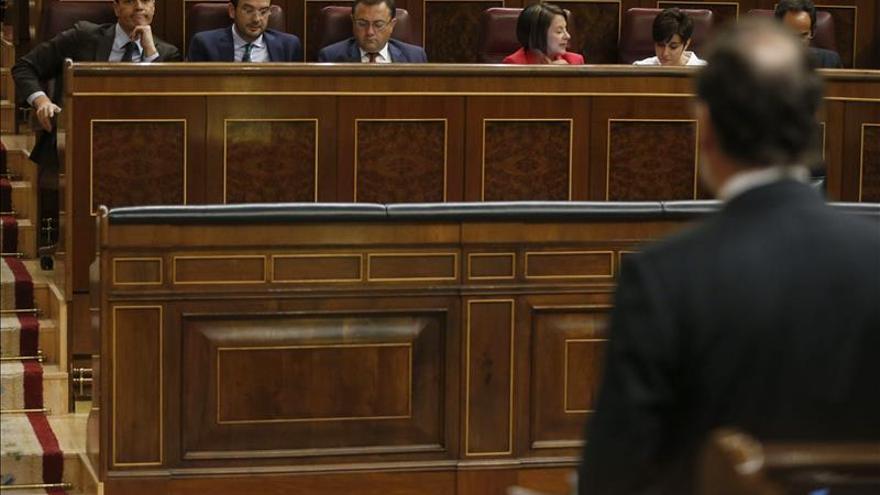 Rajoy rechaza la propuesta de Sánchez de retirar la reforma local tras el 24M