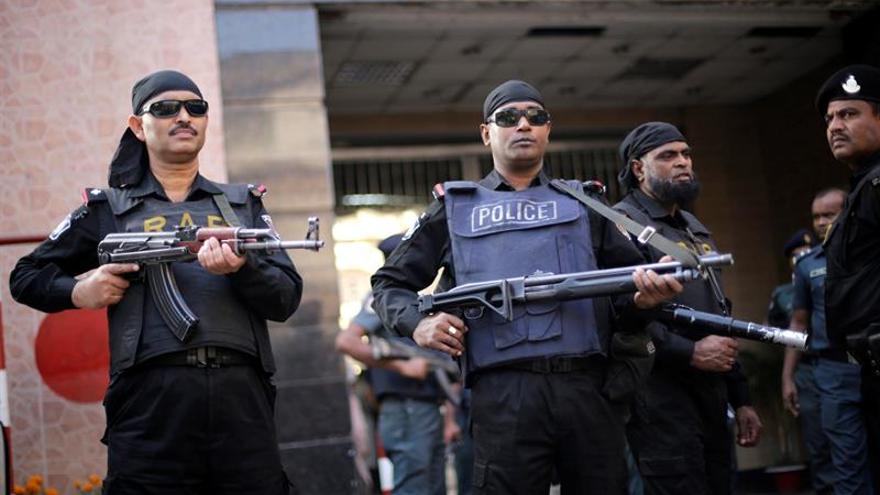 Fuerzas seguridad lanzan asalto al restaurante de Daca para liberar rehenes