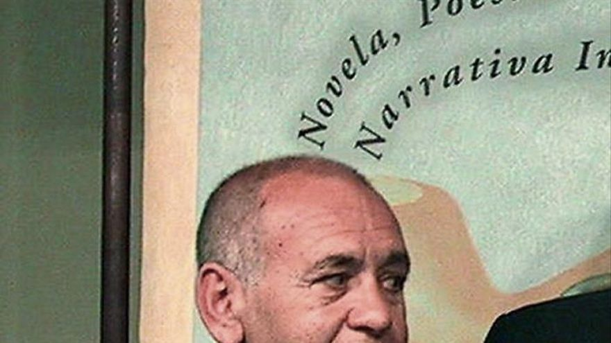 Fallece el poeta sevillano Fernando Ortiz