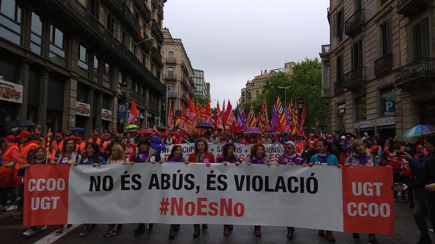 Pancarta en la manifestación del 1 de mayo en Barcelona contra la sentencia de 'la manada'