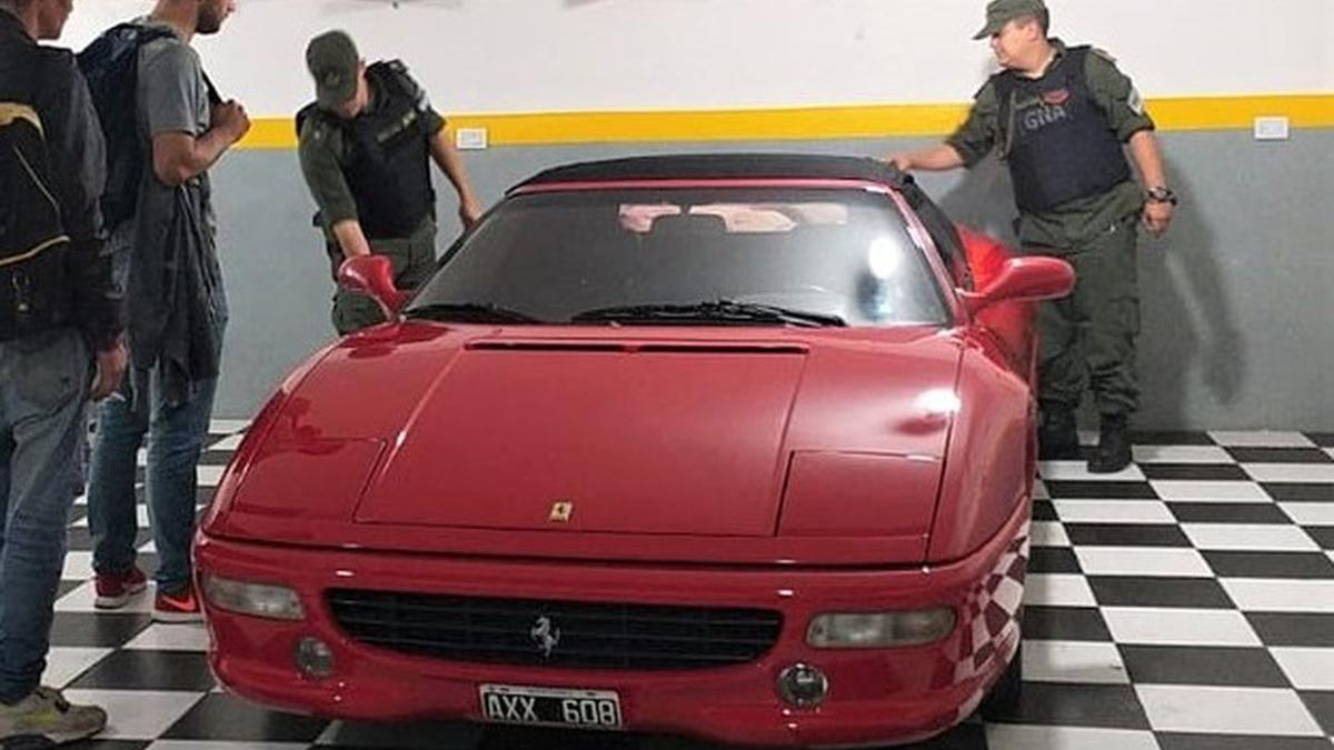 La Ferrari F355, que fue de Maradona y, después de cambiar de dueños, la compró el Clan Loza.