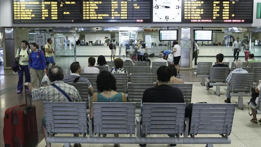 El uso del tren de larga distancia sube en el 13,5 % y el del avión, el 5,5 por ciento