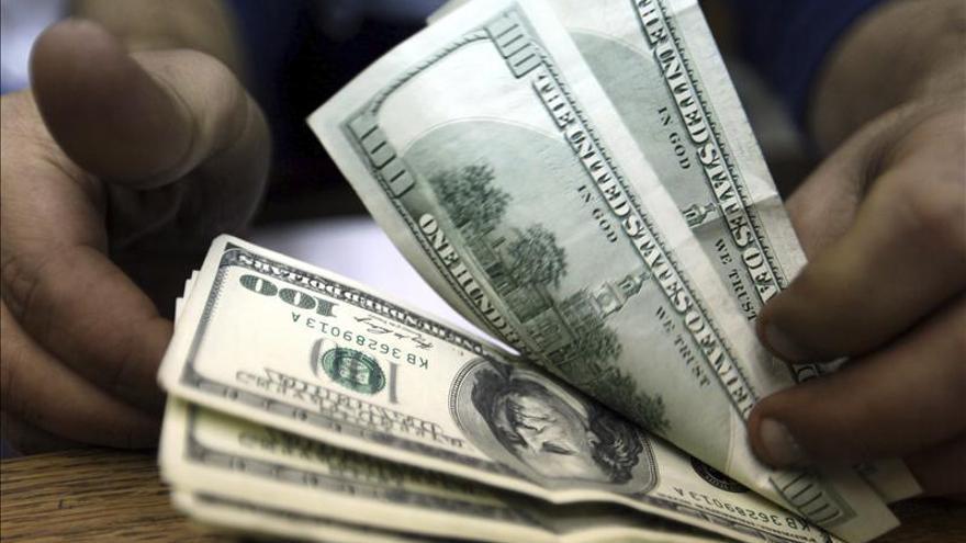 Los argentinos temen un repunte de la inflación por la subida del dólar en el mercado negro