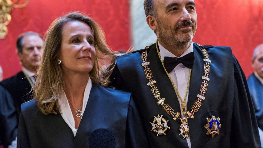 Carmen Lamela, en su toma de posesión como nueva magistrada de la Sala Segunda del Tribunal Supremo, junto al presidente de la misma, Manuel Marchena
