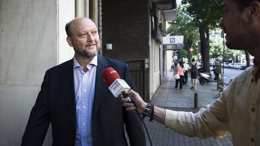 """PSOE dice que anuncio de bajada de IRPF de Rajoy es """"otro brindis del PP"""""""