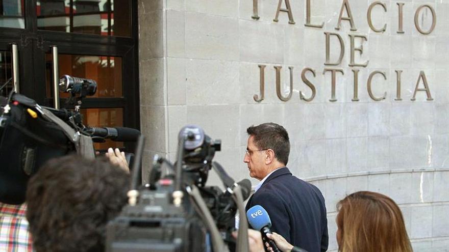 La Audiencia de Santa Cruz de Tenerife comenzó hoy el juicio contra el exalcalde de Arona José Alberto González Reverón / Cristóbal García/EFE