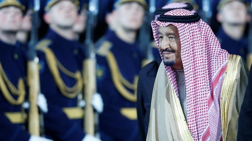 """El rey de Arabia Saudí alaba a Trump por su """"visionaria"""" estrategia con Irán"""