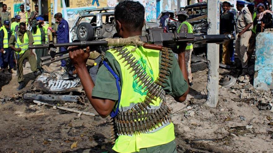 Al menos 9 muertos en un atentado frente a una comisaria en Mogadiscio