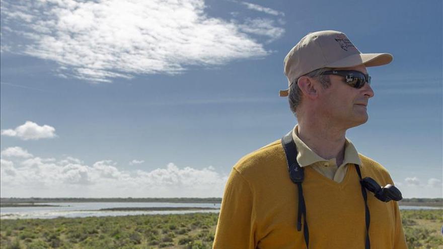 Doñana vuelve a estar asediada por amenazas externas, según el director de la Estación Biológica
