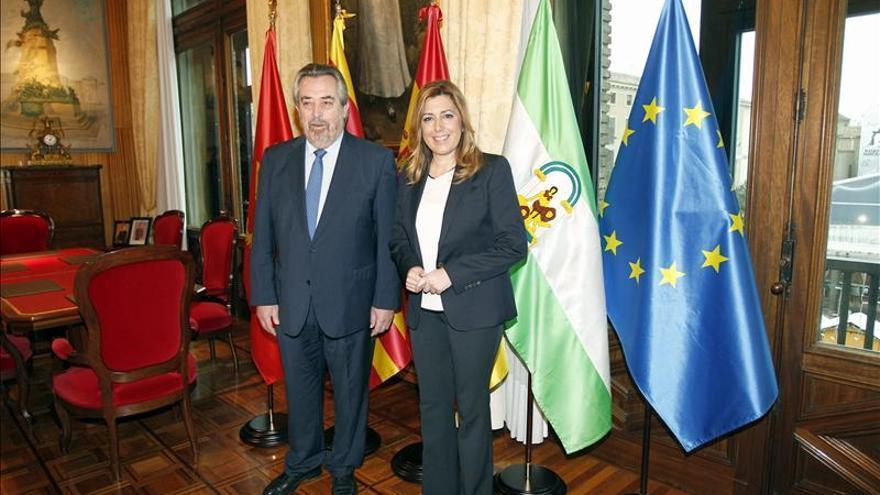Susana Díaz dice que no le da seguridad un partido que cambia de opinión como Podemos