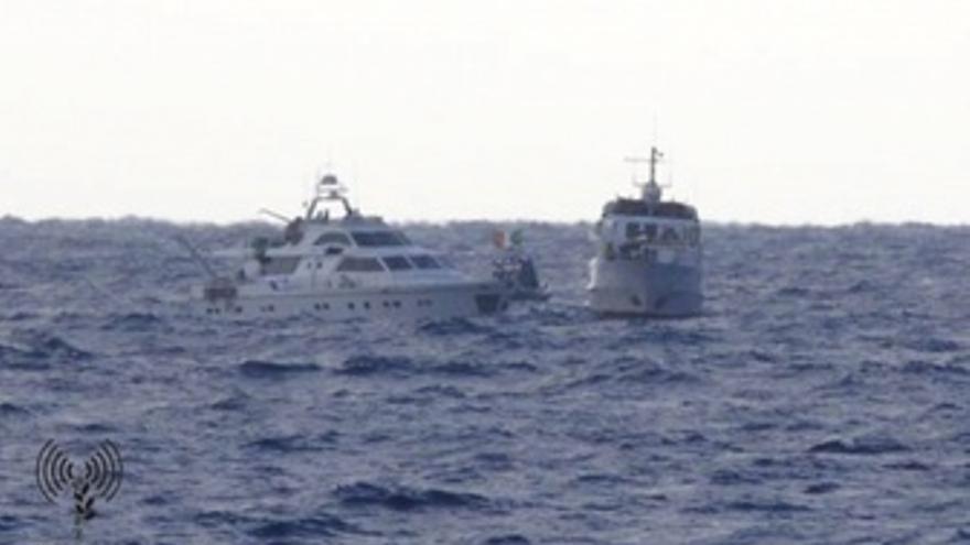 Soldados Israelíes Abordan La Flotilla