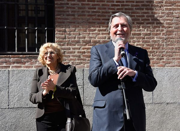 Íñigo Méndez de Vigo y Manuela Carmena en la inauguración de la placa conmemorativa del Lyceum Club Femenino | Fotografía: Ministerio de Educación, Cultura y Deporte