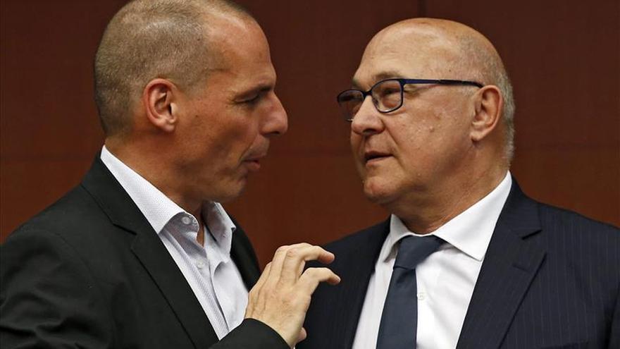 """Sapin dice que la salida de Grecia del euro sería un """"problema"""" para la moneda única"""