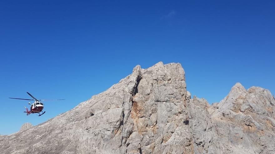 Rescatada en Picos de Europa una montañera de Madrid con traumatismo craneoencefálico