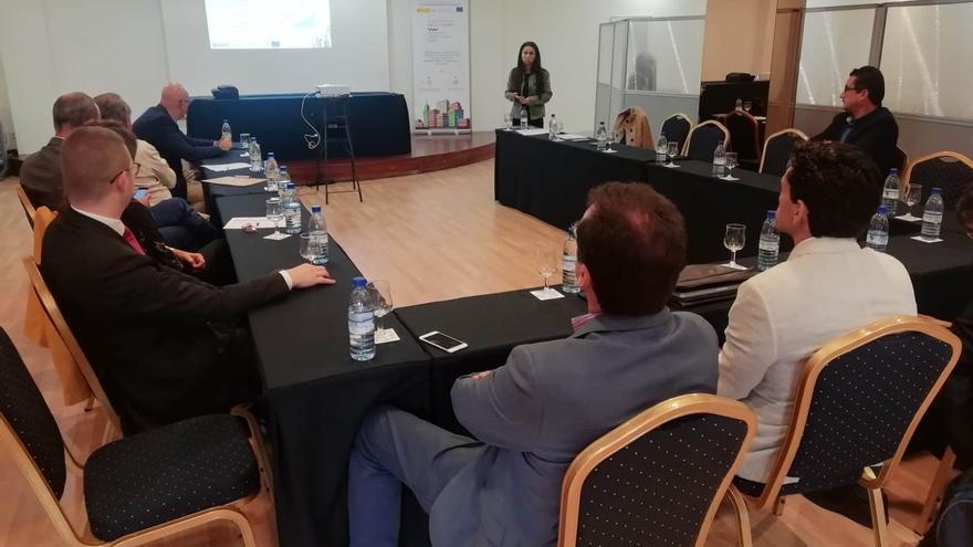 Reunión con los empresarios en Los Cancajos.