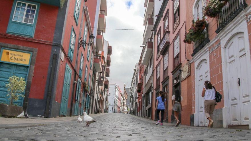 La positivos en la franja de 20 a 29 años, los que más crecen en Canarias en la última semana