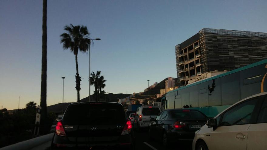 Atasco en la autovía de la capital grancanaria